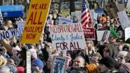 Zehntausende protestieren gegen Trumps Einreise-Verbote