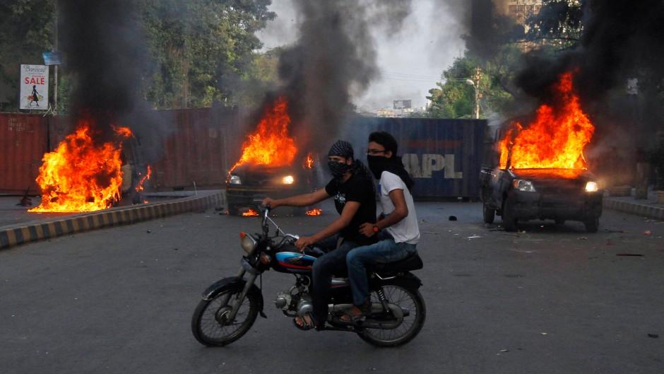 Die antiwestlichen Proteste fordern mindestens 16 Todesopfer
