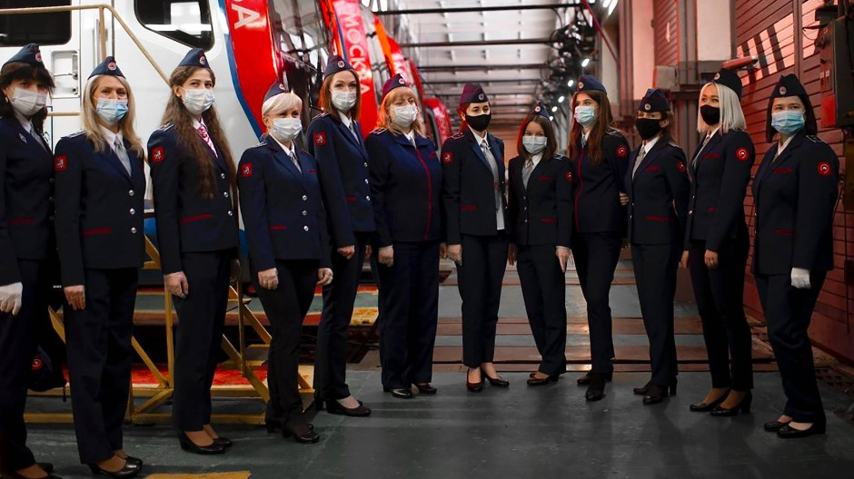 Neues Jahr, neuer Job: U-Bahn-Fahrerinnen am 1. Januar in Moskau
