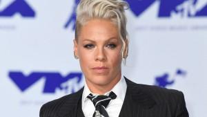 Sängerin Pink will Geldstrafe der norwegischen Beachhandballerinnen zahlen