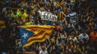Auch am Freitag demonstrieren in Barcelona Tausende Katalanen für ihr Recht auf ein Unabhängigkeitsreferendum.