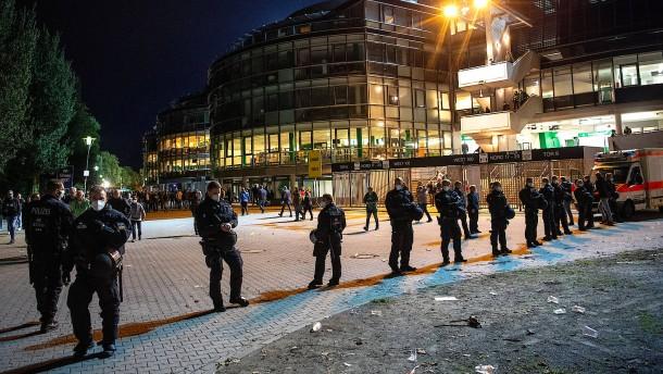 Fußballklubs sollen Polizeikosten übernehmen