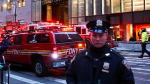 Ein Toter bei Brand im Trump Tower