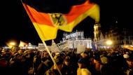 Braucht Deutschland ein neues Einwanderungsgesetz? Pegida-Kundgebung in Dresden.