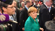 Die Haltung bewahrend: Angela Merkel hat mit CSU-Parteitagen schlechte Erfahrungen gemacht.