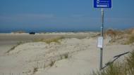 Strand in Dänemark: Zwei deutsche Senioren sind beim Baden im Meer gestorben.