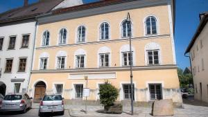 In Hitlers Geburtshaus zieht die Polizei ein