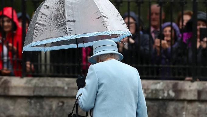Die Queen im rahmen ihres alljährlichen Sommerurlaubs auf Balmoral