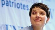 Höhenflug vorerst gestoppt? Die AfD mit ihrer Vorsitzenden Frauke Petry muss in jüngsten Umfragen weitere Verluste hinnehmen