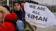 Aktivisten starten Fußmarsch von Berlin nach Aleppo
