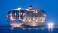 """Das aufgrund gelaufene Containerschiff """"CSCL Indian Ocean"""" ist wieder frei."""