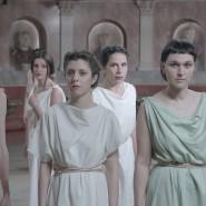 """Je antiker so ein Chor aussieht, desto moderner sind seine Sorgen: Große Versammlung aus """"Zeus Machine"""""""