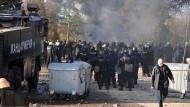 Kämpfe zwischen Flüchtlingen und Polizei