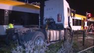 Acht Verletzte bei Zusammenstoß von Zug und Lastwagen
