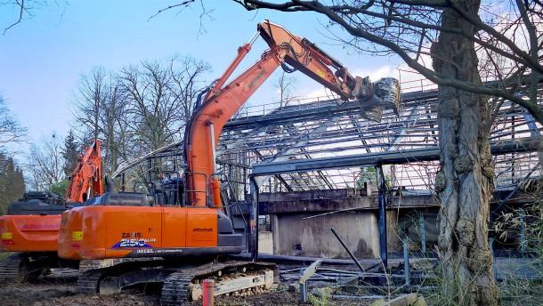 Abriss des abgebrannten Affenhauses hat begonnen