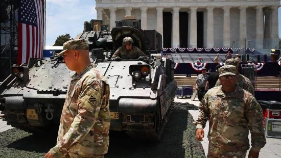 Panzer, Kampfflugzeuge und eine Rede vor dem Lincoln Memorial