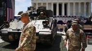 Panzer vor dem Lincoln Memorial: Vorbereitungen für die Militärparade am Unabhängigkeitstag.