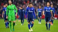 Das Hinspiel in Amsterdam endete 0:2 – diesen Rückstand muss Schalke nun aufholen.