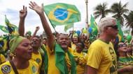 Anhänger des brasilianischen Präsidenten Jair Bolsonaro nehmen vor knapp einer Woche in Rio de Janeiro an einer Pro-Regierungs-Demonstration teil.