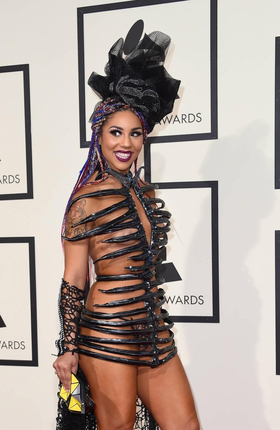 Villa bei den Grammys 2016, in einem Hauch von Nichts