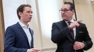 Die Parteivorsitzenden Sebastian Kurz von der ÖVP und Heinz-Christian Strache von der rechtspopulistischen FPÖ haben eine neue Regierung in Österreich gebildet.