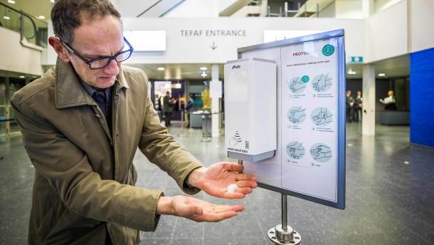 Das Virus erreicht die europäischen Kunstmessen