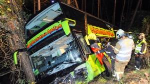 Zwei Schwerverletzte bei Unfall mit deutschem Reisebus