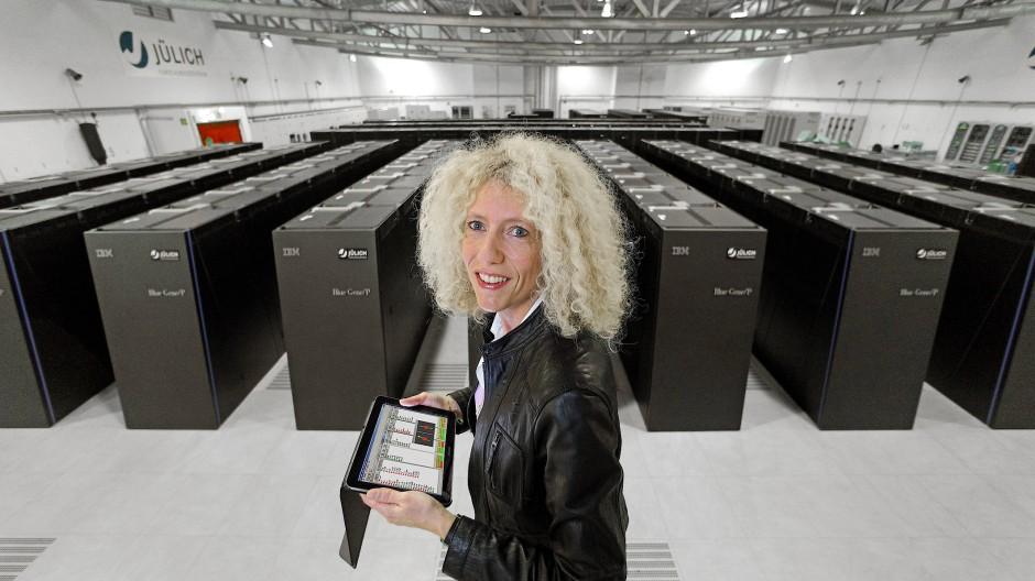 """Kristel Michielsen ist Leiterin der Gruppe """"Quantum Information Processing"""" am Forschungszentrum Jülich und Professorin für Quanteninformationsverabeitung an der RWTH Aachen."""