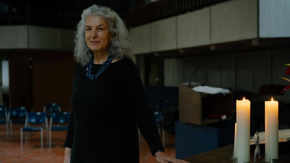 Die vergangenen Jahre hat sie in der Wetterau gelebt: Susanne Domnick, 61 Jahre, ist Pfarrerin der evangelischen Bethlehemgemeinde in Ginnheim.