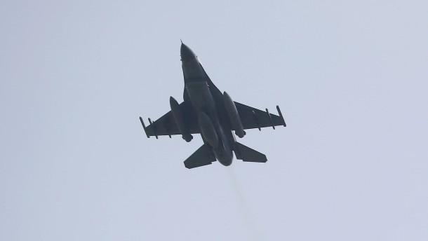 Türkische Kampfjets greifen kurdische Ziele an