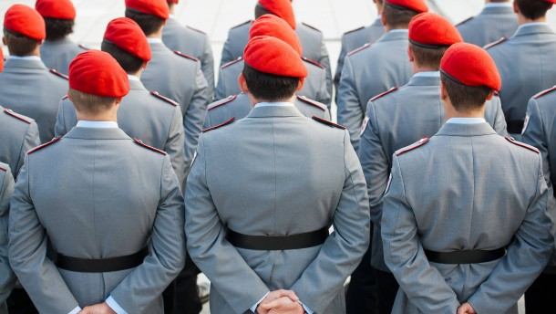 Homosexuelle Soldaten sollen Entschädigung für Nachteile erhalten