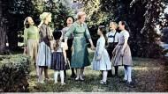 """Sieben Kinder und eine Nanny mit Herz: Was einst Stoff für den Film """"The Sound of Music"""" bot, bietet heute Stoff zum Steuern sparen."""
