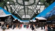 Ein Abschied im ganz großen Stil: Im Grand Palais in Paris fand die letzte Chanel-Modenschau aus der Feder von Karl Lagerfeld statt.