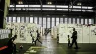 Das Aufnahmelager am Tempelhofer Flughafen in Berlin war für geflüchtete Frauen ein zumutungsreicher Ort
