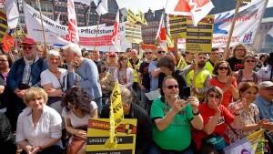 Frankfurt demonstriert gegen den Kapitalismus