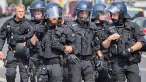 Mehr Personal für Polizei und Verfassungsschutz