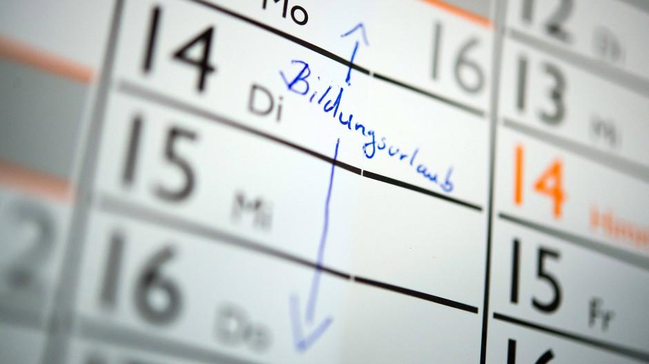 Wer sich Bildungsurlaub in den Kalender schreiben will, muss einiges beachten, bevor es losgehen kann.