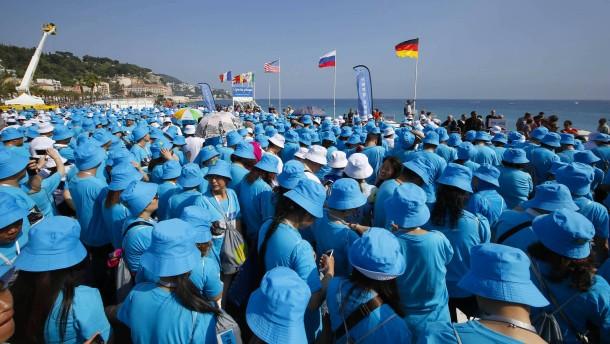 Chinesischer Chef bezahlt Urlaub für 6400 Mitarbeiter