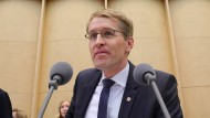 Daniel Günther (CDU), Bundesratspräsident und Ministerpräsident von Schleswig-Holstein, eröffnet am 23. November 2018 die Bundesratssitzung.