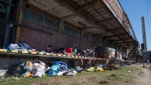 Die Polizei kommt ins Roma-Lager