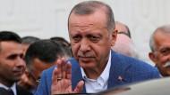 Präsident Recep Tayyip Erdogan: In der Türkei hat die Notenbank nach dem von ihm erzwungenen Chefwechsel den Leitzins gekappt.