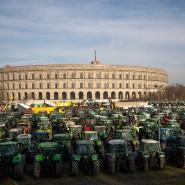 Bei einer Großdemonstration fränkischer Bauern sollen auch rechtsextreme Plakate zu sehen gewesen sein.