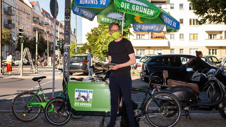 """""""Junge Menschen stellen die ganz banale Frage: Warum?"""" – Vasili Franco im Wahlkampf in Berlin"""