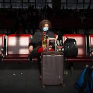 Eine Reisende am Dienstag am Pekinger Westbahnhof