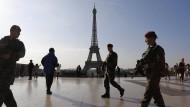 Französische Soldaten in Paris: Wie will Frankreich seine Hauptstadt künftig vor islamistischen Attentätern schützen?