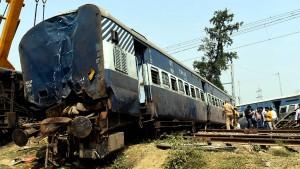 Polizei verhört Lokführer nach Zugunglück in Indien