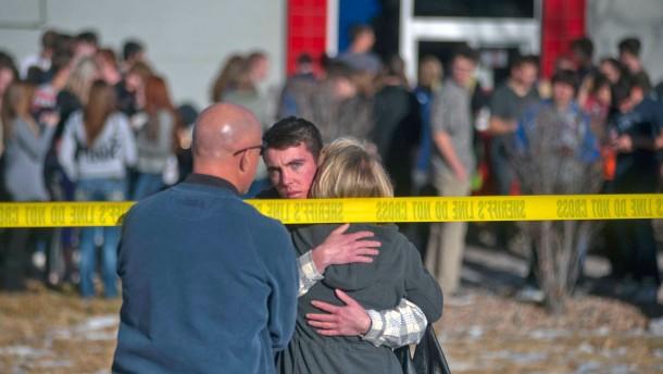 Ein Toter und zwei Verletzte bei Schüssen in Schule