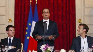 Von allen Seiten bedrängt: Frankreichs Präsident Hollande (M.) mit Regierungschef Valls (l.) und Wirtschaftsminister Macron