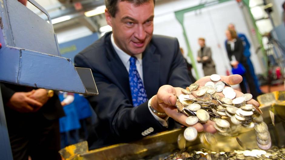 """""""Es ist höchste Zeit für eine Abkehr von der ultralockeren Geldpolitik der EZB"""", fordert der bayerische Finanzminister Markus Söder (CSU)"""