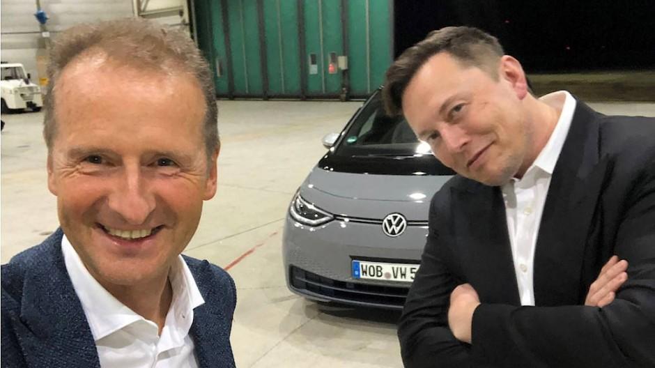 Volkswagen-Chef Herbert Diess und Tesla-Chef Elon Musk im September 2020 in Braunschweig